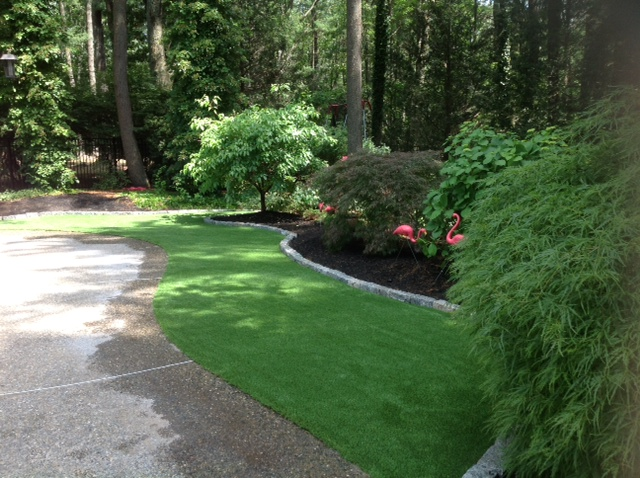 Border your garden with artificial turf